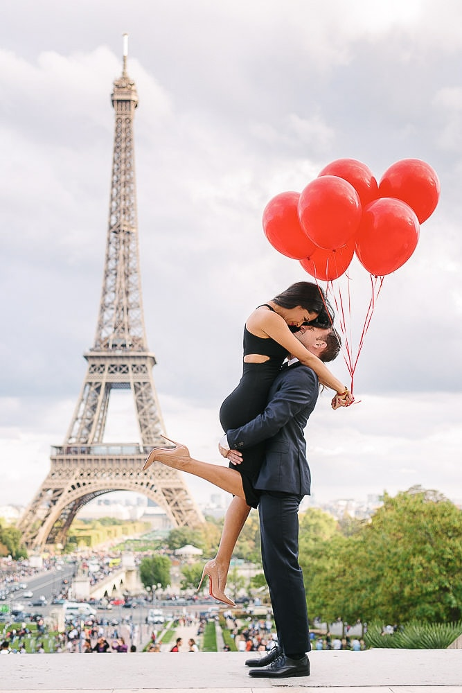 Creative engagement photo ideas - The engagement lift 2
