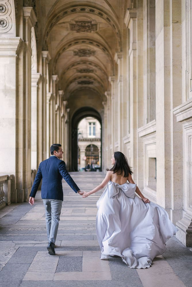 Paris pre wedding photography - The running away pose