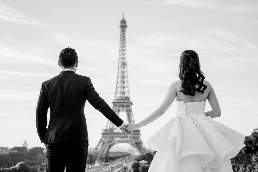 Pre wedding pictures poses - Holding hands and looking into a common future-full size