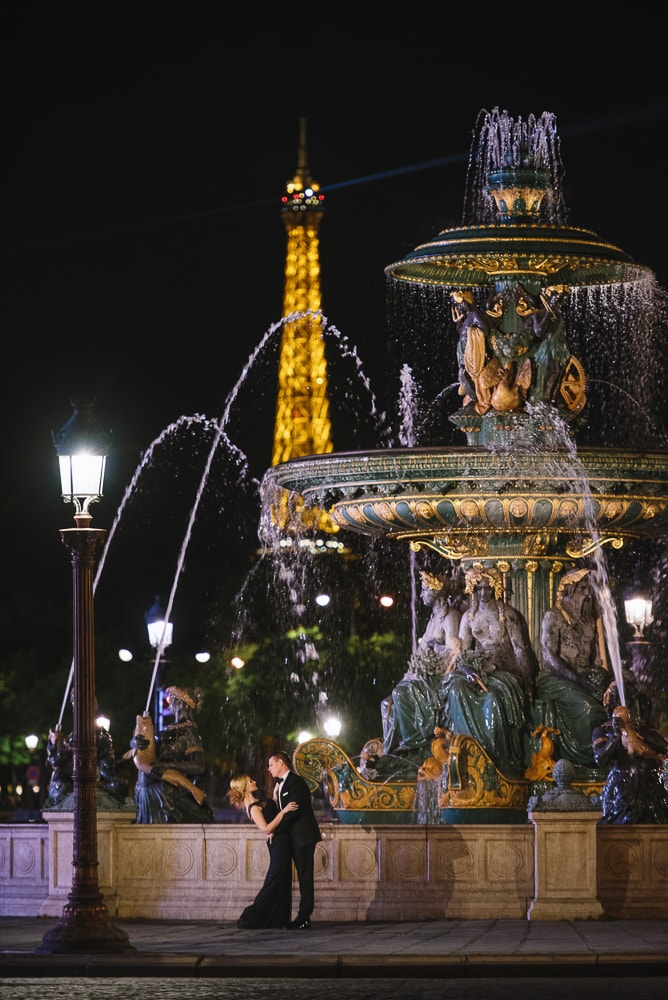 Paris engagement photographer - Night photos at the Concorde fountains overlooking the lit Eiffel Tower