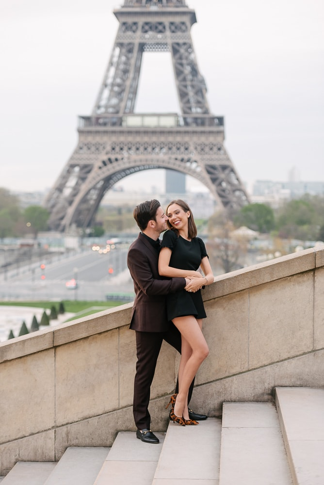 unique couple photo ideas - the hug from behind and cute kiss on the cheek